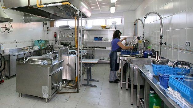 UGT reivindica la aplicación de ratios para los servicios de cocina y office en los colegios públicos de Aragón