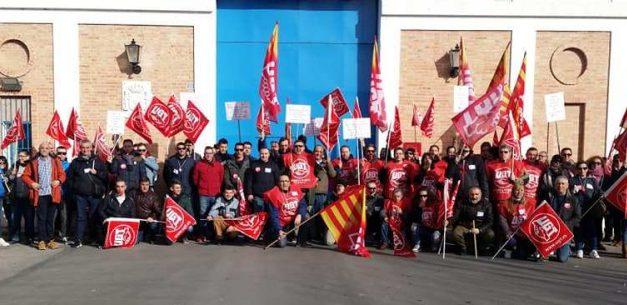 Concentración de trabajadores de seguridad en el centro penitenciario de Teruel
